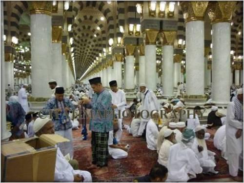 Satu menara di antara 10 menara masjid nabawi yang berdiri megah di